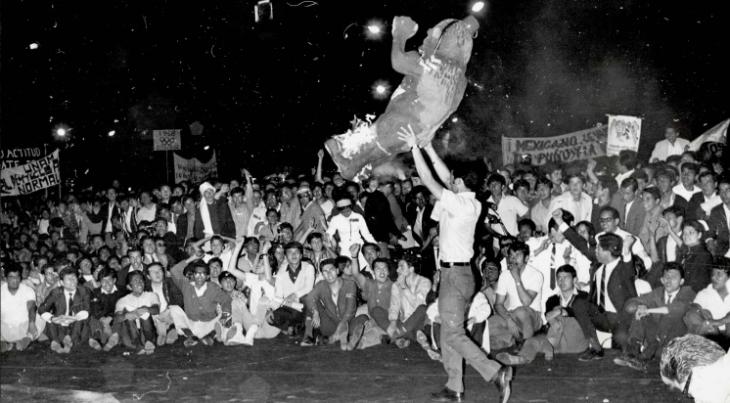 quema de prensa13_08_1968- Biblioteca Francisco Xavier Clavigero-IBERO